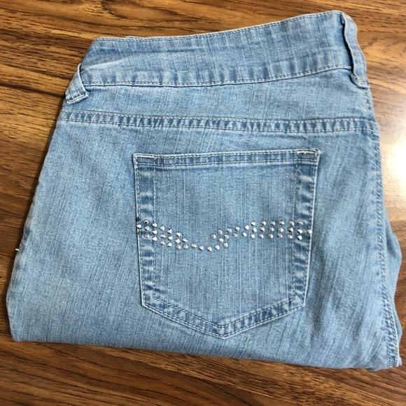 20W Women/'s Boutique Soft Denim Light Midi Cutoff Shorts Sizes 14W 16W 18W
